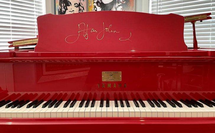 Червоне піаніно Елтона Джона
